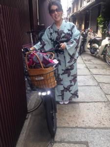 momo's Aroma room 京都のリンパマッサージ & アロマ-【ブログ】着物着て自転車爆走中